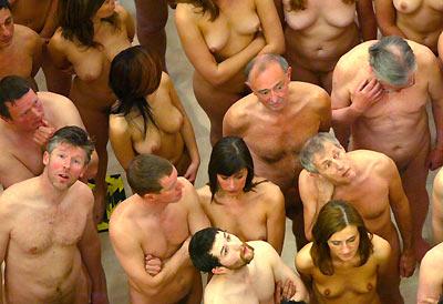 http://www.enaturist.com/news_archive/nudists_group.jpg